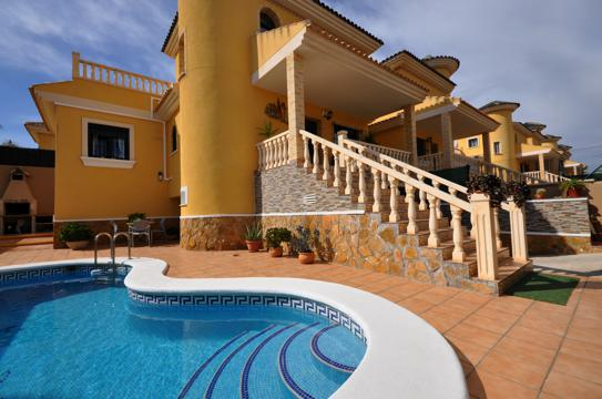 3 bed Villa for Sale in Villamartin